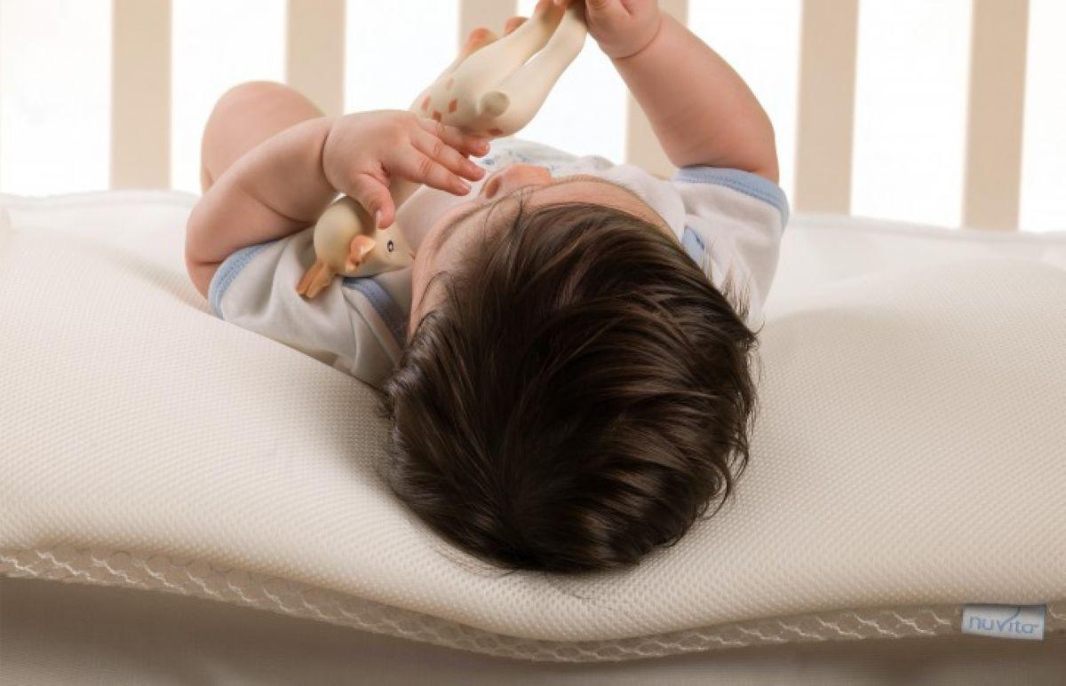 כרית במבנה תלת מימדי לעריסת תינוק Nuvita