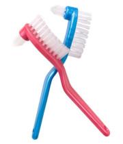 מברשת שיניים לשיניים תותבות ג'ורדן דנטור בראש